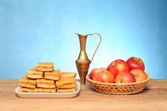 Apple cake, a metal carafe and fruit in a basket Royalty Free Stock Images