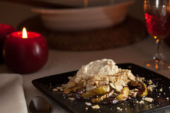 Apple, canela e sobremesa do mascarpone Foto de Stock
