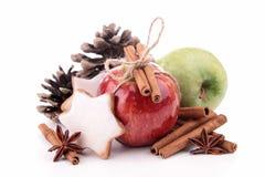 Apple, cinamomo y decoración Imagen de archivo libre de regalías