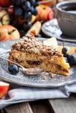 Apple and cinnamon crumble cake Stock Photography