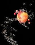 Apple com água imagem de stock royalty free