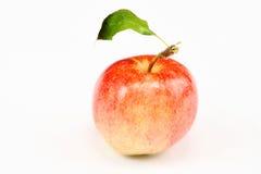 Apple com a folha no fundo branco isolado Imagem de Stock Royalty Free