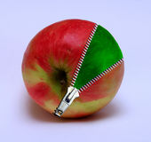 Apple com um zipp Imagens de Stock