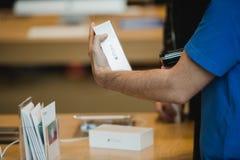 Apple comienza iPhone 6 ventas por todo el mundo Imagen de archivo libre de regalías
