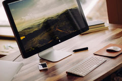Apple computer on desktop Royalty Free Stock Photography