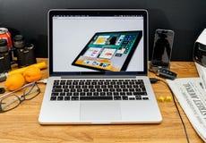 Apple Computer en los últimos avisos de WWDC de IOS 11 para el iPad Foto de archivo libre de regalías