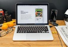 Apple Computer en los últimos avisos de WWDC de las nuevas noticias i de la manzana Fotografía de archivo libre de regalías
