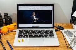 Apple Computer en los últimos avisos de WWDC de Vera Carr alrededor Imagenes de archivo