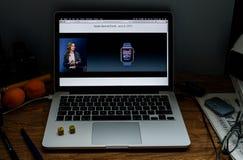 Apple Computer en los últimos avisos de WWDC de Vera Carr alrededor Fotos de archivo