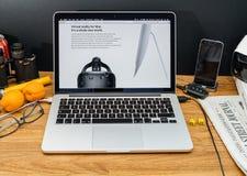 Apple Computer en los últimos avisos de WWDC de VR en manzana Imágenes de archivo libres de regalías
