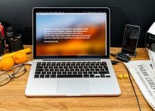 Apple Computer en los últimos avisos de WWDC del alto sierr de MaOS Foto de archivo libre de regalías