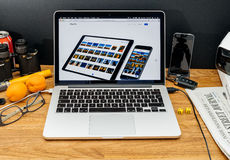Apple Computer en los últimos avisos de WWDC del iPad favorables y del pho Imagen de archivo libre de regalías