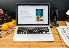 Apple Computer en los últimos avisos de WWDC del nuevo centavo del control Fotos de archivo