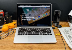 Apple Computer en los últimos avisos de WWDC del salto del IOS 11 para Imagen de archivo