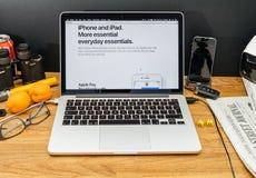 Apple-Computer an spätesten Ankündigungen WWDC von IOS 11 Stockbilder