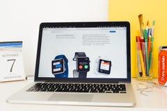 Apple-Computer Website, die APP zur Schau stellend Mitteilungen Stockfoto