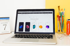 Apple-Computer Website, die das iphone 7 Ende zur Schau stellt Lizenzfreie Stockbilder