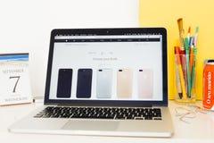 Apple-Computer Website, die das iphone 7 Ende zur Schau stellt Lizenzfreie Stockfotos
