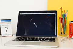 Apple-Computer Website, die das neue Airpods zur Schau stellt Stockfoto