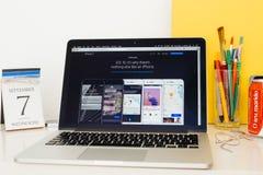 Apple-Computer Website, die den neuen IOS 10 zur Schau stellt Stockbild