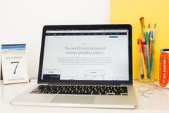 Apple-Computer Website, die den neuen IOS 10 zur Schau stellt Stockfotos