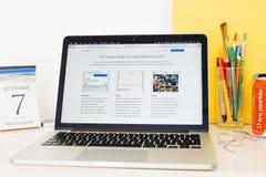 Apple-Computer Website, die IOS 10 zur Schau stellt Stockfotos