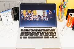 Apple-Computer Website, die Tim Cook-iphone zur Schau stellt Lizenzfreies Stockfoto