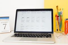 Apple-Computer Website, welche die iPhone Chips zur Schau stellt Lizenzfreie Stockfotografie