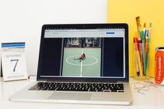 Apple-Computer Website, welche die IPHONE-FOTO-PROBE zur Schau stellt Lizenzfreies Stockfoto