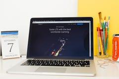 Apple-Computer Websitepräsentation Lizenzfreies Stockbild