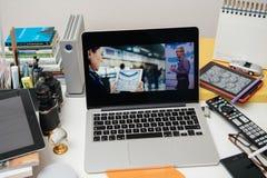 Apple-Computers die nieuwe iPad demonstreren stock afbeelding