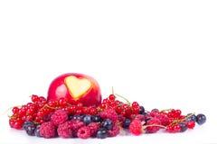 Apple con diverso corazón en blanco Imagenes de archivo