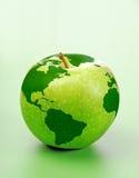 Apple con la correspondencia de mundo Foto de archivo libre de regalías