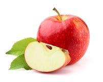 Apple con las hojas fotografía de archivo libre de regalías