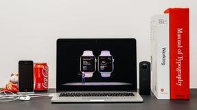 Apple da el tono con ARRULLA la salud a de la serie 3 de Jeff Williams y del reloj Imagenes de archivo