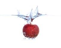 Apple dans l'eau Images stock