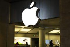 Apple-datorlager, Le Karusell Du Louvre, Paris, Frankrike royaltyfri bild