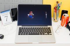 Apple-datorwebsite som ställer ut Shigeru Miyamoto om toppet Arkivfoton