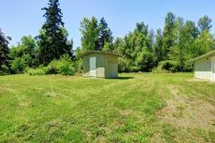 Apple-de lentetuin Binnenplaats met kleine loods Royalty-vrije Stock Afbeelding