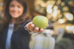Apple in der Hand Abschluss oben Stockfoto