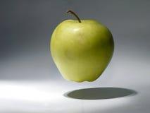 Apple in der Luft Lizenzfreie Stockbilder