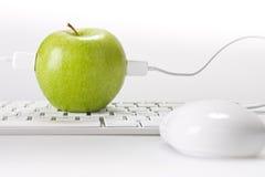 Apple e computador Fotos de Stock Royalty Free