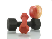 Apple e dumbbells Fotografia de Stock Royalty Free
