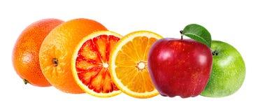 Apple e frutta arancio isolati su bianco Immagini Stock Libere da Diritti