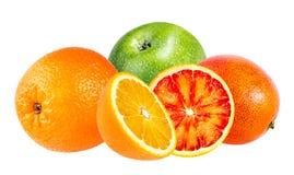 Apple e frutta arancio isolati su bianco Fotografie Stock