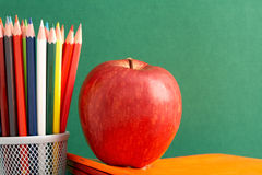Apple e lápis Imagem de Stock Royalty Free