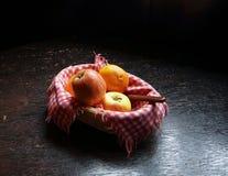 Apple e laranjas Imagem de Stock Royalty Free