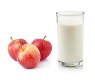 Apple e latte Fotografia Stock Libera da Diritti