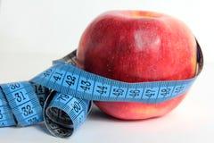 Apple e nastro di misura Immagine Stock