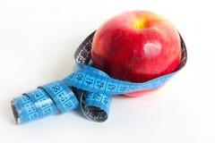 Apple e nastro di misura Fotografia Stock